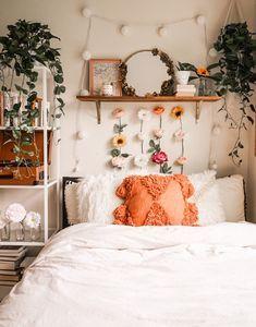 Cozy Dorm Room, Cute Dorm Rooms, Dorm Room Themes, Dorm Room Crafts, Dorm Room Designs, Bohemian Bedroom Decor, Bohemian Dorm, Room Ideas Bedroom, Bedroom Inspo