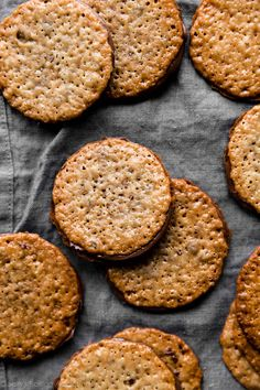 Easy lace cookies wi Easy lace cookies with Nutella filling Easy Cookie Recipes, Sweet Recipes, Baking Recipes, Dessert Recipes, Easy Recipes, Healthy Recipes, Oatmeal Lace Cookies, Nutella Cookies, Lace Cookies Recipe