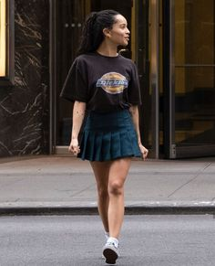 90s Fashion, Girl Fashion, Fashion Outfits, Zoe Kravitz Style, Basic Outfits, Cute Outfits, Mode Editorials, 90s Outfit, Celebrity Look
