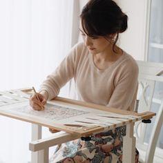 再販しました《 Fleurs en Pot 》 - Plateaux pour Perles - | オートクチュール刺繍 Yukari Iwashita Knitted Necklace, Yukari, Home Decor, Wedding, Trays, Beads, Flowers, Valentines Day Weddings, Decoration Home