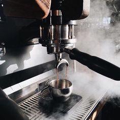 Sexta é o dia internacional do café!Saudações à ele! | Estamos trabalhando duro para a nossa maior novidade do ano.  Em breve daremos mais notícias.www.bit.do/escudero