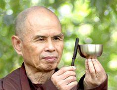 Thich Nhat Hanh, maestro Zen nacido en Vietnam Central el 11 de Octubre de 1926, monje budista desde hace más de cuatro décadas y activista por la paz, nominado para el Premio Nobel por ese motivo.