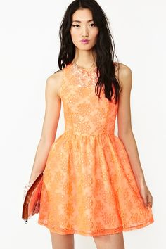 Fashion: trends, outfit ideas, what to wear, fashion news and runway looks Cute Dresses, Short Dresses, Lace Dress, Dress Up, Dress Outfits, Fashion Outfits, Orange Dress, Looks Cool, Dress Collection