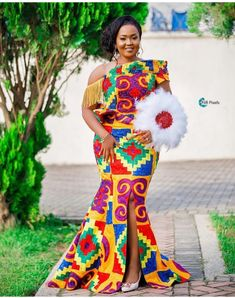 I like the slit Couples African Outfits, African Dresses For Women, African Print Dresses, African Wear, African Fashion Dresses, African Shirts, African Inspired Fashion, African Print Fashion, Africa Fashion