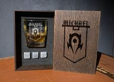 The Horde team coaster and glass and 3 whiskey stones in personalized wood box. world of warcraft pe Groomsmen Gift Box, Groomsman Gifts, Zelda Gifts, Whiskey Gift Set, Leather Coasters, Beer Bottle Opener, Best Gifts For Men, Glass Boxes, Wood Boxes