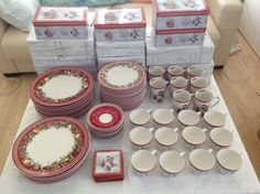 Villeroy & Boch Christmas set from Winter Bakery og Toys Delight series| FINN.no Christmas Settings, Fine Porcelain, Tea Lights, Bakery, Candles, Toys, Winter, Activity Toys, Winter Time