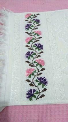 Really nice Cross-Stitch towel symmetrical patterns. Just Cross Stitch, Cross Stitch Borders, Cross Stitch Flowers, Cross Stitch Designs, Cross Stitching, Cross Stitch Embroidery, Embroidery Patterns, Hand Embroidery, Cross Stitch Patterns