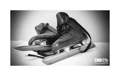 Wees er vroeg bij, voor dat je weet is er weer ijs op de sloot schaatsen zijn te koop! © EMR Photography