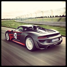 Look at that sexy behind of the new #Porsche 918 Spyder.