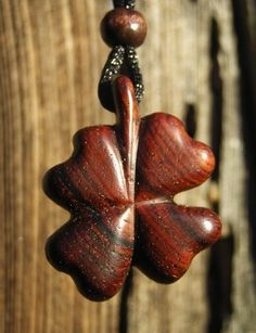 Carved Four Leaf Clover Koa Wood, 1 x 1 Pendent Necklace. Wood Carving Designs, Wood Carving Patterns, Driftwood Jewelry, Wooden Jewelry, Dremel Carving, Wooden Bag, Chip Carving, Wood Necklace, Leaf Clover