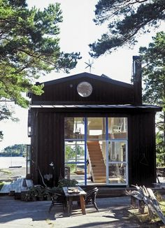 Tiny house, living in a small space, plans, interior cottage DIY, modern small house on wheels- Tiny house ideas Casas Containers, Cabins And Cottages, Small Cabins, Cabins In The Woods, Little Houses, Tiny Houses, Cob Houses, Guest Houses, Design Case