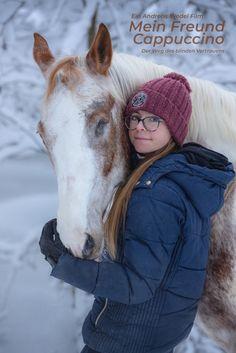 Als die 14-jährige Jolina während einer ärztlichen Untersuchung ihres Pferdes Cappuccino erfährt, dass er auf einem Auge blind ist und sich auch auf dem zweiten Auge das Sehvermögen verschlechtert, mobilisiert sie alle ihre Kräfte um für ihr Pferd da zu sein. Aber genau dieses Handicap schweißt die beiden letztlich immer stärker zusammen. Am Ende steht eine bedingungslose Freundschaft zwischen einem Mädchen und ihrem Pferd.