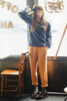 Really want to get more pants like these! Forest Fashion, Morning Girl, Mori Girl Fashion, Casual Outfits, Fashion Outfits, People Poses, Geek Chic, Fashion Editor, Asian Woman