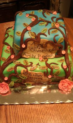 Family reunion cake with a family member's name on each leaf. Shell could do way better though. Family Reunion Desserts, Family Reunions, Tea Cakes, Cupcake Cakes, Cupcakes, Family Tree Quilt, Family Cake, Family Crafts, Holiday Cakes