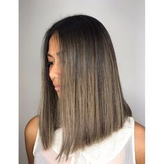 Honey balayage is a golden mean between highlights in blonde and brown. That's why it looks great on almost any base hair color. Balayage Hair Ash, Balayage Hair Caramel, Hair Highlights, Brown Balayage, Medium Hair Styles, Short Hair Styles, Hair Shades, Asian Hair, Brunette Hair