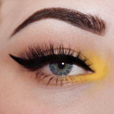 Read information on makeup tips and tricks Edgy Makeup, Makeup Eye Looks, Eye Makeup Art, Cute Makeup, Eyeshadow Makeup, Makeup Tips, Hair Makeup, Pretty Makeup, Green Eyes Makeup