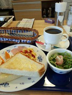 今日のお昼ご飯はトーストセットとブレンドコーヒーホットいただいています。おいしいです。