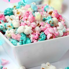 Candy Popcorn Cotton Candy Popcorn - Candy coated popcorn recipe with sprinkles and real cotton candy pieces!Cotton Candy Popcorn - Candy coated popcorn recipe with sprinkles and real cotton candy pieces! Candy Coated Popcorn Recipe, Candy Popcorn, Flavored Popcorn, Popcorn Balls, Gourmet Popcorn, Sweet Popcorn Recipes, Rainbow Popcorn, Pink Popcorn, Jello Popcorn