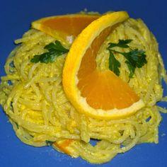 Spaghete cu sos de portocale Thai Red Curry, Pizza, Orange, Fruit, Ethnic Recipes, Food, Fine Dining, Essen, Meals