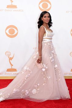 Die Kleider der Emmy Awards 2013  Kerry Washington An einer anderen hätte  dieses überbordend mit 6eb2754b92