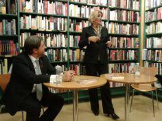 Presentación de Esto es Coaching en la Casa del Libro de Bilbao. En la foto aparezco junto a Pedro Pablo Ramos, quién se encargó de conducir el acto.