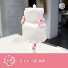 Tutorial – Torten Cake Pop in 6 Schritten Cake Pops, Cake Pop Tutorial, Glass Of Milk, Desserts, Handmade, Food, Birthday, Wedding, Tailgate Desserts