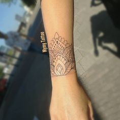 réalisé à - Tattoos - Tatouage Wrist Hand Tattoo, Wrist Bracelet Tattoo, Cuff Tattoo, 16 Tattoo, Arm Band Tattoo, Lotus Tattoo, Tattoo Small, Tattoo Ink, Tattoo Ideas