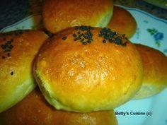 Betty's Cuisine: Τυροπιτάκια σε αφράτη ζύμη Hamburger, Bread, Food, Brot, Essen, Baking, Burgers, Meals, Breads