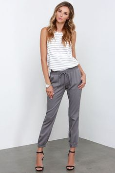 O'Neill Cassandra Grey Jogger Pants, Spring Outfits, Get ready for a pair of pants that are equal parts comfy and stylish! The O& Cassandra Grey Jogger Pants have a cute drawstring, elastic wais. Jogger Pants Outfit Dressy, Grey Pants Outfit, Women Joggers Outfit, Women Pants, Drape Pants Outfit, Drawstring Pants Outfit, Womens Joggers, Shoes Women, Dress Pants