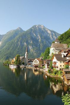 20 Attractive Destinations That Everyone Should Visit - Hallstatt, Austria