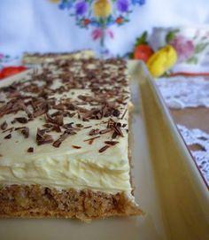 Pokud máte rádi ořechy, vyzkoušejte si připravit tento neodolatelný ořechový řez se žloutkovým krémem. Mňamka! Sweet Desserts, Easy Desserts, Sweet Recipes, Cake Recipes, Dessert Recipes, Slovakian Food, Czech Recipes, Hungarian Recipes, Mini Cheesecakes