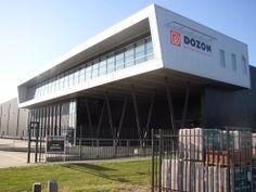 """In 2002 verhuist Dozon naar innovatieweg 4 en 6 op industrieterrein """"Wijnbergen"""" in Doetinchem; de plek waar Dozon nu nog steeds gevestigd is. 6 jaar later verhuist Willemsen Ijzerhandel naar Lichtenvoorde, en gaat daar onder de naam Dozon Lichtenvoorde verder. Vanaf 2009 gaat het hard. Er worden maar liefst 6 nieuwe vestigingen geopend en overgenomen: Ede, Enschede, Haaksbergen, Tiel, Veenendaal en Zevenaar."""