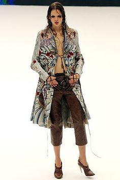 Alexander McQueen Spring 2003 Ready-to-Wear Fashion Show - Alexander McQueen, Elise Crombez