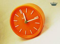 """""""Orange""""  echte 70er Vintage Tischuhr Panton Ära von Mont Klamott - Sachen & Dinge vom Zauberberg - Liebzuhabendes, Zuverschenkendes, Verspieltes, Überladenverziertes, Tickendes, Klunkerndes, Amüsierendes, Zauberhaftes, Überraschendes, Träumerisches, Verzierendes, Vintage, Antikes, Kuriositäten, Sammlerstücke, Schmuck & Uhren ... auf DaWanda.com"""