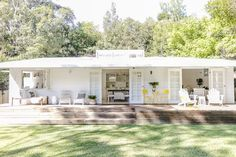 Bonnie Hindmarsh of Three Birds Renovations, has transformed her family& beach shack into an enviable holiday haven. Indoor Outdoor, Outdoor Living, Outdoor Rugs, Casas Shabby Chic, Three Birds Renovations, Pearl Beach, Beach Shack, Beach Cottages, Beach Houses