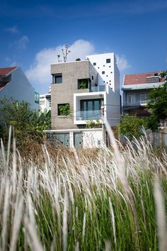 This house was designed for a couple and their 2 little kids, located in Thanh My Loi new urban area in Ho Chi Minh city, Vietnam.The house, which contains many functions, requires to be flexibly designed. Facade Architecture, Residential Architecture, Amazing Architecture, Contemporary Architecture, House Front Design, Street House, Building Exterior, House Elevation, Facade House