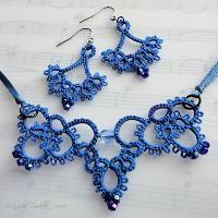 שרשרת ועגילים tatted כחולה
