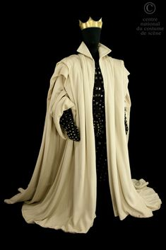 Macbeth..Doublet with shoulder pads and pants in black and Ottoman bands black suede studded, sleeveless draped United. Ottoman coat of white broken shoulders draped fleece lined. Theatre Costumes, Movie Costumes, Family Outfits, Cool Outfits, Female Armor, Royal Dresses, Medieval Fashion, Costume Design, Marie
