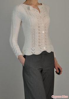 Knitting pattern for Rambling Rose Cardigan This is barces one-color version of Laura Zukaites lace long-sleeved cardigan, originally designed for two colors. Sweater Knitting Patterns, Cardigan Pattern, Knitting Designs, Knit Patterns, Sweater Cardigan, Pull Crochet, Knit Crochet, Free Crochet, Vintage Knitting
