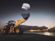 Un día de trabajo normal. Tractor atrapa nube. (La100 mejores fotografías sin Photoshop)
