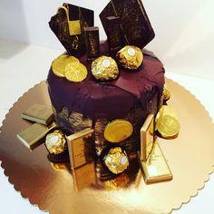 Gold chocolate cake Chocolate Cake, Birthday Cake, Cakes, Desserts, Gold, Chicolate Cake, Tailgate Desserts, Chocolate Cobbler, Deserts