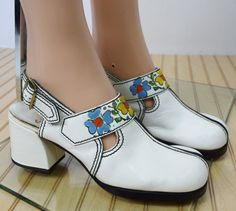 Nos Vintage 1960's 70's ZODIAC  Painted FLoWeR Go Go White Leather PLaTfOrM HiPPiE Shoes Size 7.5 7 1/2 N