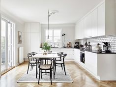The Marble Fox - Interior design inspiration Kitchen Dining, Kitchen Decor, Dining Area, Interior Design Inspiration, Home Interior Design, Deco Addict, Kitchen Pictures, Kitchen Eating Areas, Home Renovation
