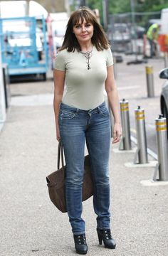 How SHOULD Carol Vorderman dress at However the bloody hell she wants, she looks amazing! There's one thing you should know about Carol Vorderman if you meet her she will f*** you trust me I know Sexy Older Women, Old Women, Sexy Women, Sexy Jeans, Carol Vordeman, Carol Kirkwood, Gorgeous Women, Beautiful, Foto Pose