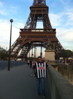 Luis Carlos Galicia  llevando los colores por el mundo. Vamos Rayados por el tricampeonato!!