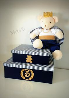 Duo de caixa em mdf <br>pelucia não acompanha <br>caixa maior no tamanho 33x24x10 <br>caixa menor 22x16x8 <br>feita nas cores de escolha. Baby Shower Giveaways, Decoupage Box, Baby Kit, Baby Decor, Baby Photos, Baby Room, Toy Chest, Storage Chest, Anniversary Gifts