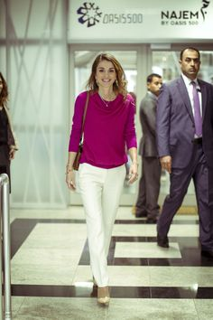 December 9, 2014, Queen Rania Al Abdullah meets with youth participating in the Challenge Cup Amman competition organized by 1776 and Oasis500. Amman, Jordan / December 9, 2014