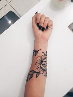 30 mini tattoos on wrist meaningful wrist tattoos – meaningful tattoos Simple Wrist Tattoos, Meaningful Wrist Tattoos, Unique Tattoos, Beautiful Tattoos, Awesome Tattoos, Tattoos On The Wrist, Mini Tattoos, Body Art Tattoos, New Tattoos