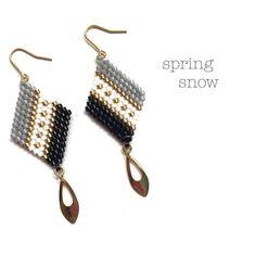 beaded earrings making Beaded Earrings Native, Beaded Earrings Patterns, Seed Bead Earrings, Diy Earrings, Beaded Jewelry, Hoop Earrings, Brick Stitch Earrings, Earring Tutorial, Bead Weaving