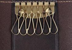 špeciálne kľúčenky a puzdrá | ARTIM1- luxusné ručne vyrobené etue na kľúče - hovädzia koža(čokoládovo-hnedá) | anion.sk - šperky, darčeky, klenoty, firemné darčeky, firemné prezenty, luxusné perá, značkové perá, luxus, perá faber-castell, perá cross, Tony Perotti, zapisnik, zapisniky Clothes Hanger, Key Hangers, Luxury, Coat Hanger, Clothes Hangers, Clothes Racks